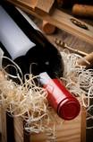 Weingeschenke auf vielfältige Weise, liebevoll verpackt in Körben, Schachteln, Kisten, Tüten oder nur in Cellophan? Ganz nach Ihrem Geschmack und Ihren Vorstellungen